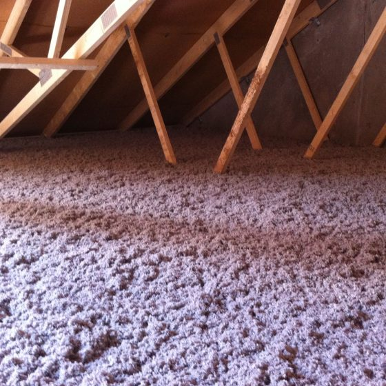Celloluse fibre har den egenskab at holde på varmen om vinteren og holde varmen ude om sommeren.